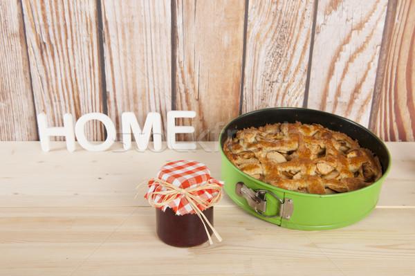 яблочный пирог свежие яблоки продовольствие фрукты Сток-фото © ivonnewierink