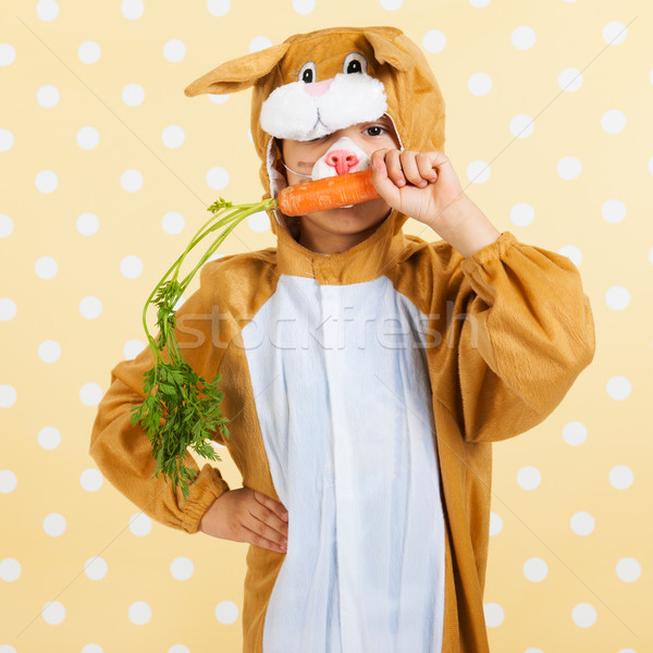 Kind Pasen haas wortel vers Geel Stockfoto © ivonnewierink