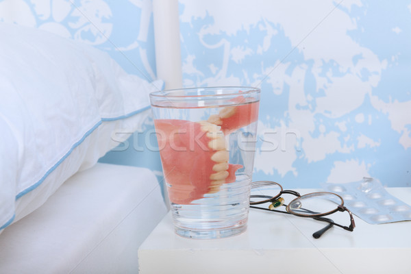 Azul quarto mais velho pessoas cama óculos Foto stock © ivonnewierink