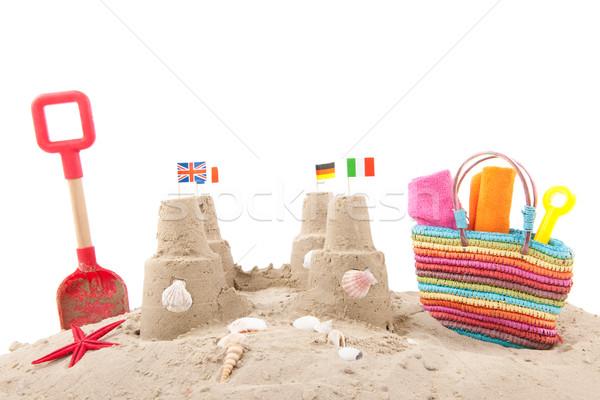 двухуровневый стробирующий импульс пляж флагами изолированный белый Сток-фото © ivonnewierink