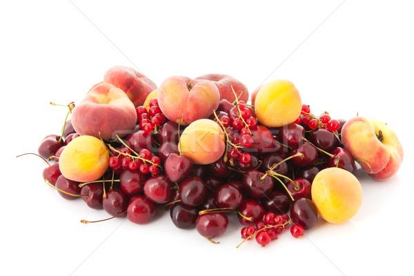 Fraîches fruits d'été isolé blanche fruits Photo stock © ivonnewierink