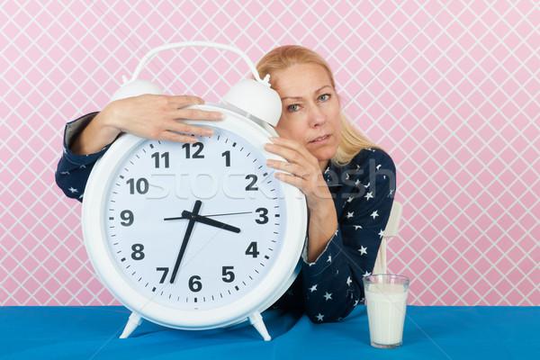 女性 不眠症 ビッグ 目覚まし時計 成熟した 年齢 ストックフォト © ivonnewierink