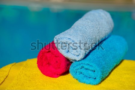 Tekert törölközők úszómedence különböző színek kék Stock fotó © ivonnewierink