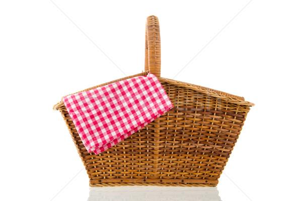 Piknik sepeti kırmızı peçete yalıtılmış beyaz arka plan Stok fotoğraf © ivonnewierink