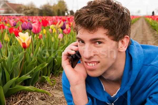 Positief telefoongesprek man bloem velden Stockfoto © ivonnewierink