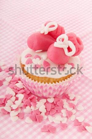 Minitorta született kislány rózsaszín babacipők cukorka Stock fotó © ivonnewierink
