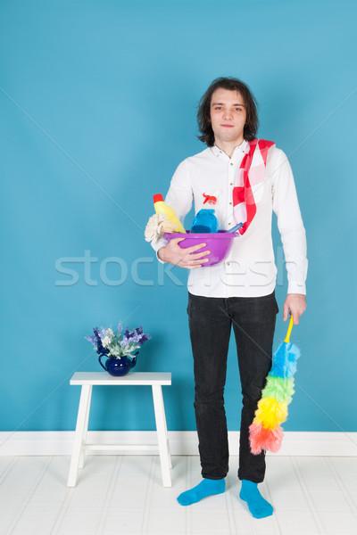 Człowiek czyszczenia wyposażenie pełny czyste wnętrza Zdjęcia stock © ivonnewierink