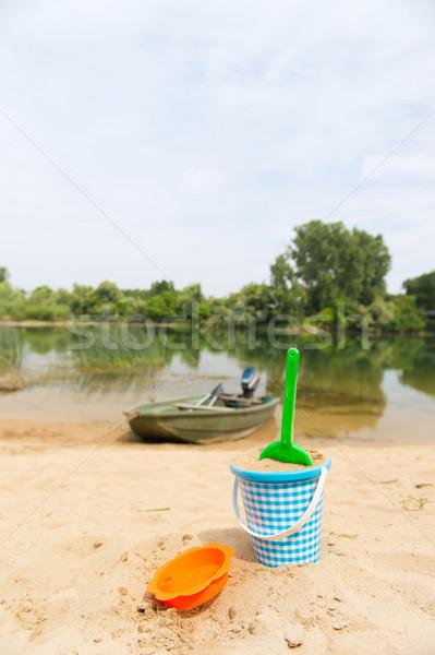 Spelen rivier kant speelgoed zand natuur Stockfoto © ivonnewierink