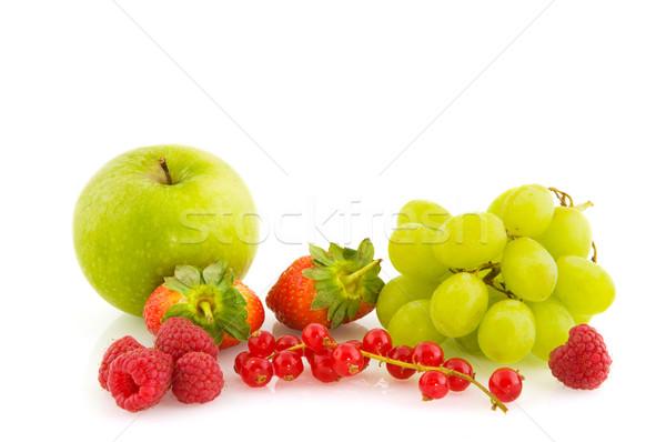 Fraîches fruits d'été saine fruits isolé Photo stock © ivonnewierink