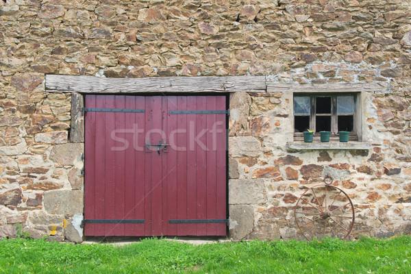 Oude frans schuur deuren venster gras Stockfoto © ivonnewierink