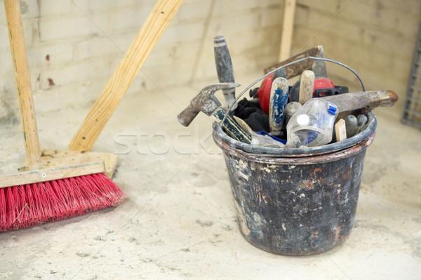 Equipamento construção balde completo trabalhar ferramentas Foto stock © ivonnewierink