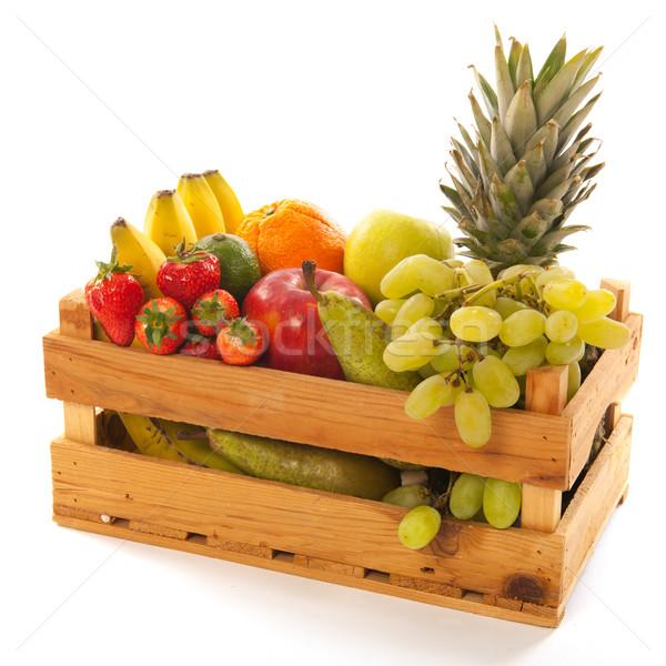 Láda friss gyümölcs fából készült izolált fehér étel Stock fotó © ivonnewierink