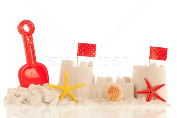 двухуровневый стробирующий импульс пляж красный игрушками флагами изолированный Сток-фото © ivonnewierink