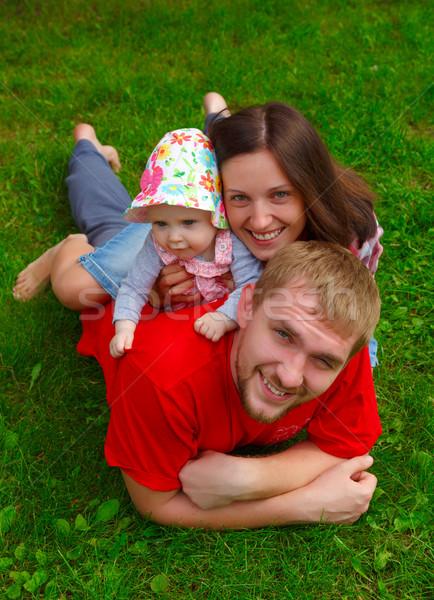 Stok fotoğraf: Mutlu · aile · mutlu · güzel · genç · aile · yeşil · ot