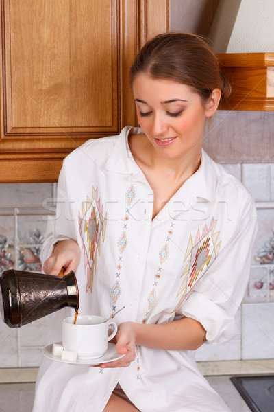 Sabah kahve kız kadın mutfak içmek Stok fotoğraf © ivz