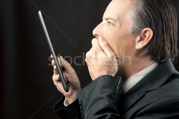 Zakenman tablet verwonderd naar Stockfoto © jackethead