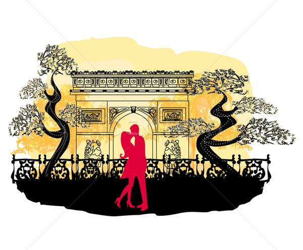 Romantische paar Parijs zoenen Arc de Triomphe Frankrijk Stockfoto © JackyBrown