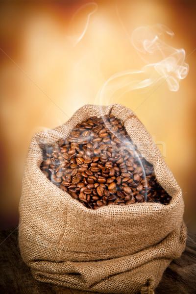 Café toile de jute sac plein grains de café fumée Photo stock © Jag_cz