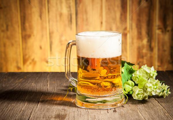 Bière verre table en bois feuille espace bar Photo stock © Jag_cz
