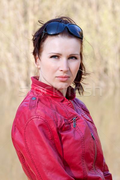 Toevallig portret jonge vrouw outdoor jonge brunette Stockfoto © jagston