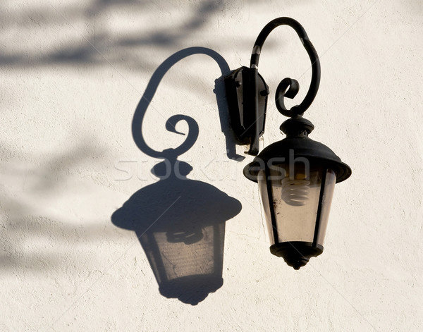 öreg utcalámpa modern elektromos villanykörte ház Stock fotó © jakatics