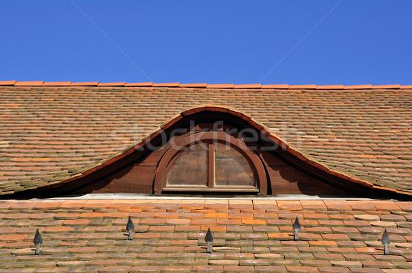 Pencere ev Bina ev mavi kırmızı Stok fotoğraf © jakatics