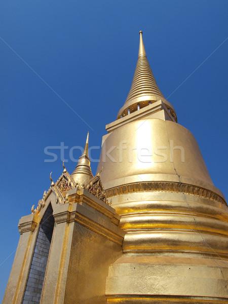 Altın pagoda saray Bangkok Tayland çim Stok fotoğraf © jakgree_inkliang