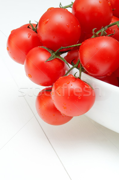 Proaspăt roşii afara rosii cherry alb Imagine de stoc © jamdesign