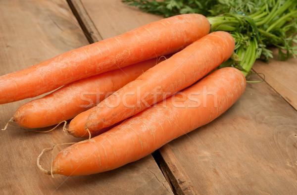 Ruw wortelen bos houten tafel groene Stockfoto © jamdesign