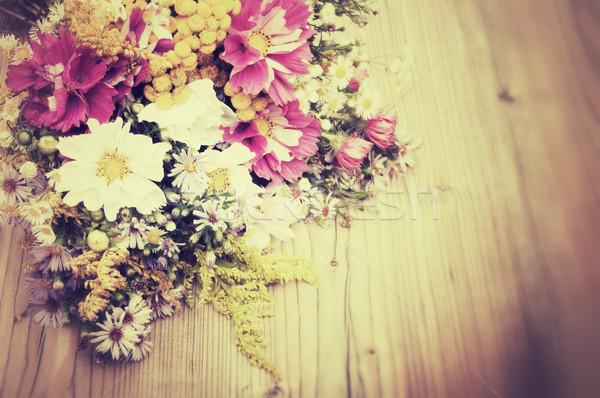 Vad nyári virágok virágcsokor fa asztal klasszikus néz Stock fotó © jamdesign