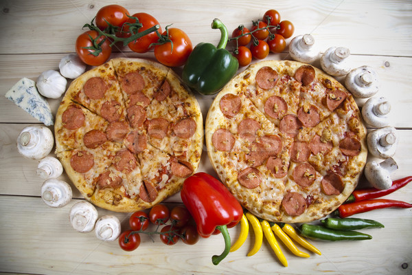 Quente pizza saboroso naturalismo comida folha Foto stock © JanPietruszka