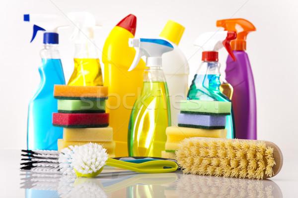 Foto stock: Conjunto · produtos · de · limpeza · trabalhar · casa · garrafa · vermelho