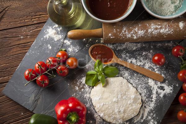 Taze lezzetli ev yapımı pizza hazırlık İtalyan Stok fotoğraf © JanPietruszka
