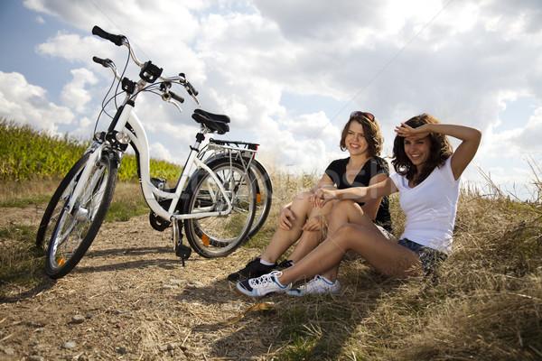 женщину велосипедов лет свободное время девушки дороги Сток-фото © JanPietruszka