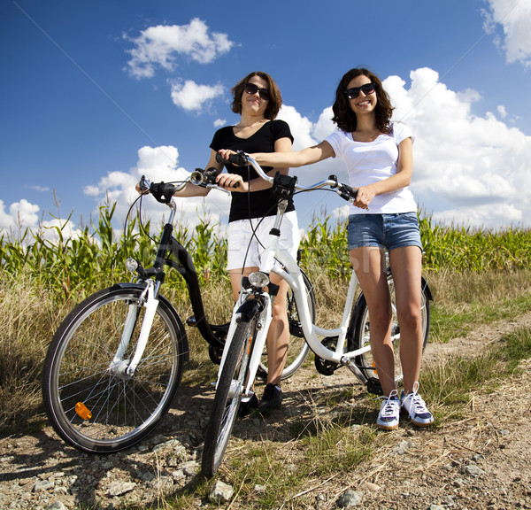 Kızlar bisiklet tur kadın kız Stok fotoğraf © JanPietruszka