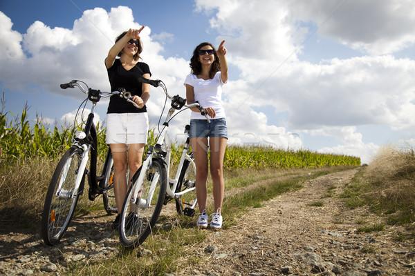 Zdjęcia stock: Kobieta · rowerów · lata · czas · wolny · dziewczyna · drogowego