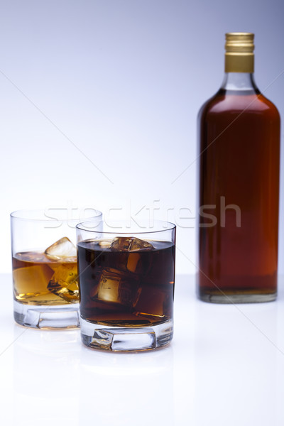 Foto stock: Whisky · vidrio · botella · reflexión · whisky · tres