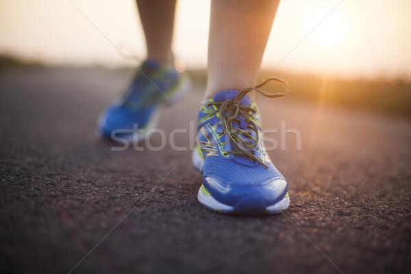 Fiatal fitnessz nő fut képzés egészséges életmód nő Stock fotó © JanPietruszka