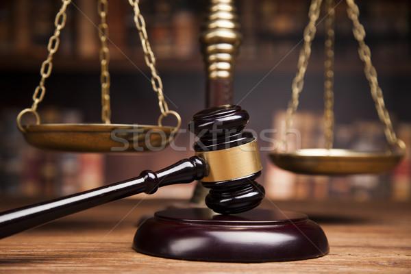 Droit livres juge marteau échelles Photo stock © JanPietruszka