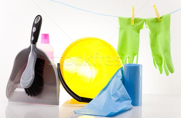 Foto stock: Variedade · produtos · de · limpeza · trabalhar · casa · garrafa · vermelho
