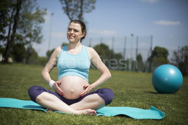 Saudável mulher grávida ioga natureza floresta pôr do sol Foto stock © JanPietruszka