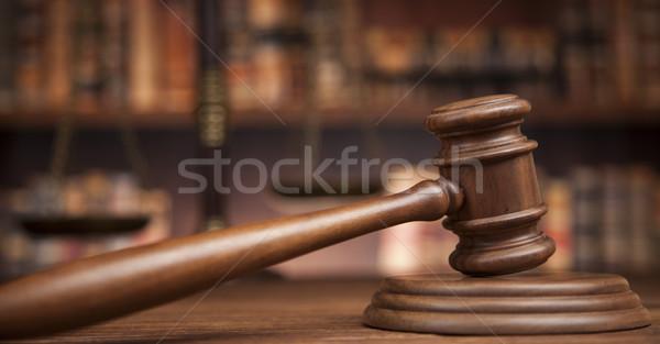 Foto stock: Ley · juez · justicia · escala · libros