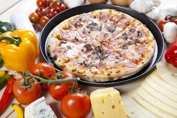 Pizza sabroso naturales alimentos hoja petróleo Foto stock © JanPietruszka