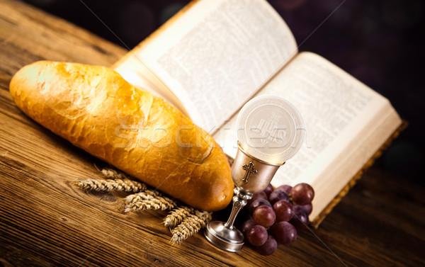 Comunhão pão vinho brilhante livro Foto stock © JanPietruszka