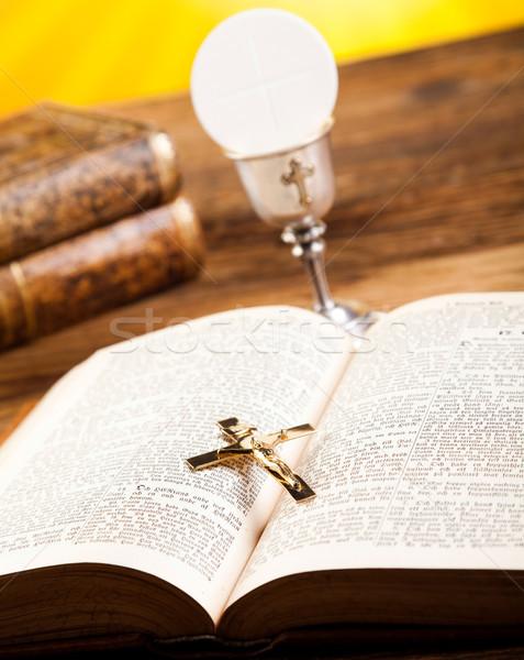 Comunión oblea brillante libro Jesús iglesia Foto stock © JanPietruszka