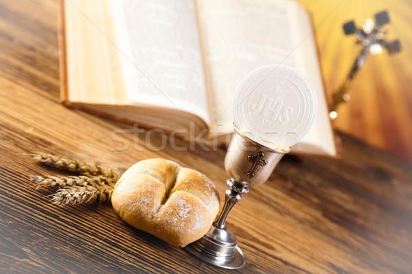 Première communion lumineuses livre jesus église bible Photo stock © JanPietruszka