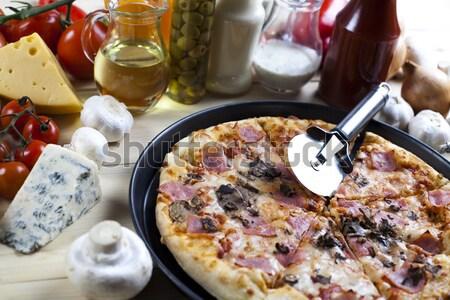 Caliente pizza sabroso naturales alimentos hoja Foto stock © JanPietruszka