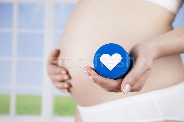 Foto stock: Mulher · grávida · amoroso · coração · bebê · mãos