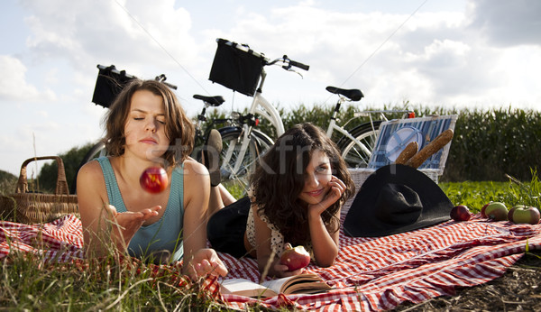 女の子 ピクニック 夏 自由時間 少女 ツリー ストックフォト © JanPietruszka