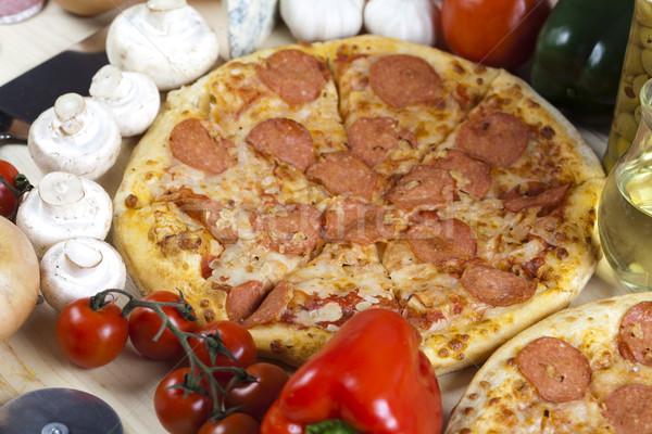 Pepperoni pizza sabroso naturales alimentos hoja Foto stock © JanPietruszka
